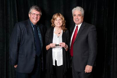 Elisabeth Dykens (center) with AUCD President-Elect Tony Antosh and AUCD President Dan Crimmins